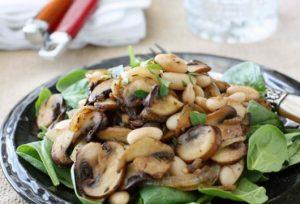 Грибной салат с зеленью