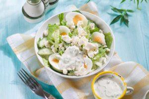 Салат с брынзой и сметаной