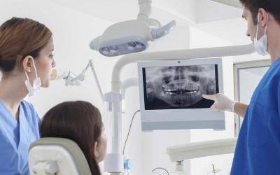 зубной имплант стал подвижным