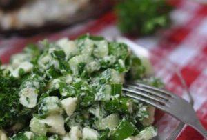 Салат с кипреем и яйцом