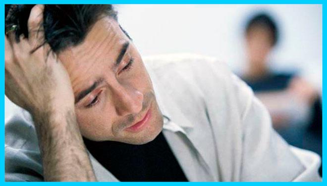 мужчина очень устал