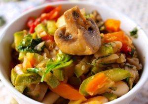 Овощное рагу из кабачков с шампиньонами