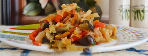Тушеные баклажаны с капустой