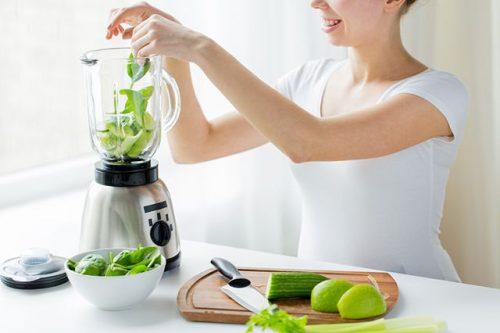Свежий зеленый коктейль