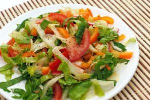 Салат с помидорами и перцем