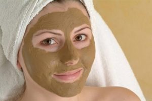 Нанесение маски с бадягой на все лицо