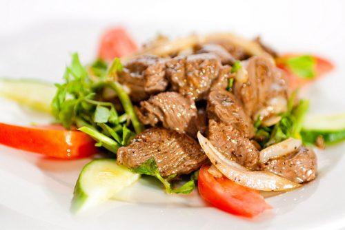 Мясо с овощами и зеленью