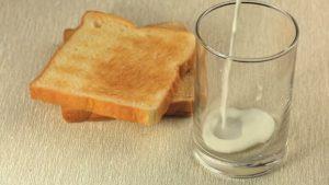 Молоко и тосты