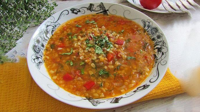 Гречневый суп с помидорами