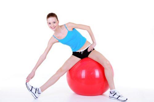 Упражнения на фитболе для красивой фигуры