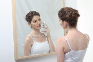 Прибор для удаления волос на лице у женщин