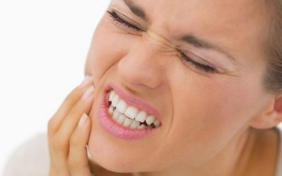 после удаления нерва больно нажимать на зуб