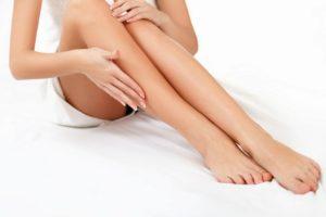 Бритье волос на ногах: когда пора начинать?