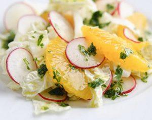 Салат из редиса, апельсина и пекинской капусты