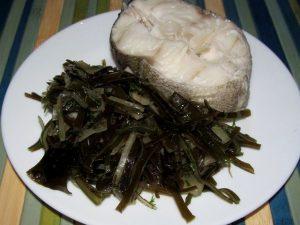 Рыба с морской капустой