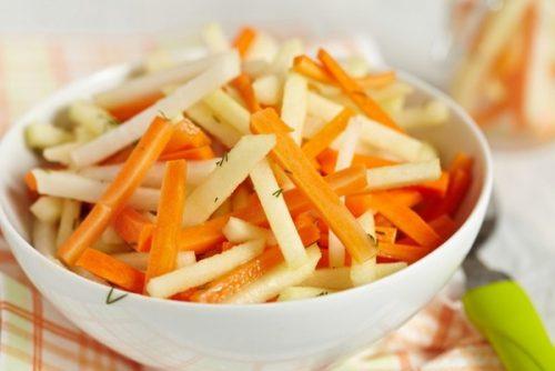 Морковный салат с яблоком