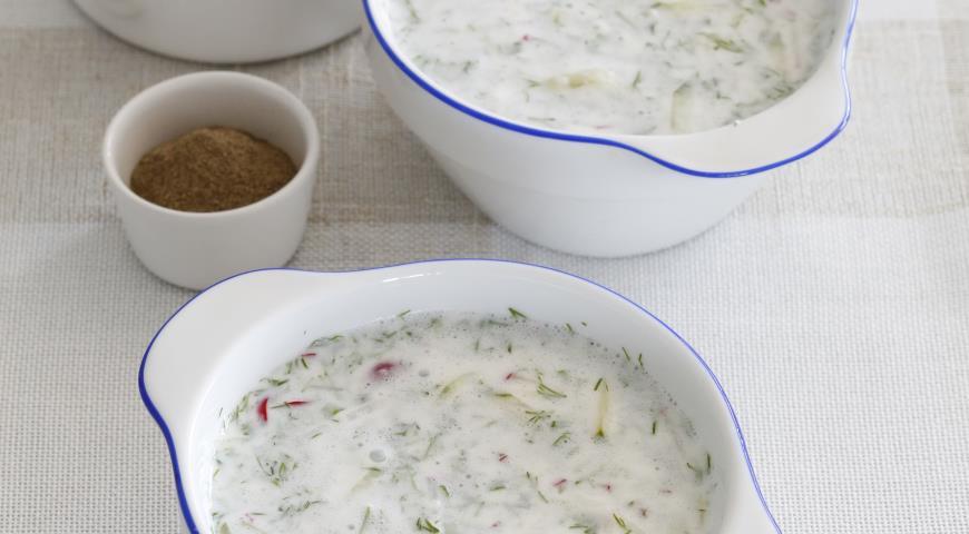 Холодный суп из кефира с огурцами