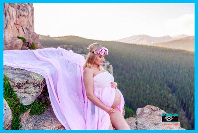 беременная девушка в горах