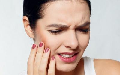 после удаления нерва зуб потемнел