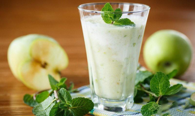 Кефирный коктейль с яблоком