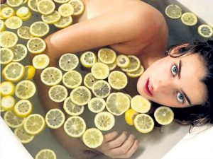 Ванна с лимонами
