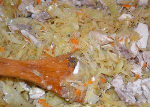 Тушеная капуста с отварной курицей
