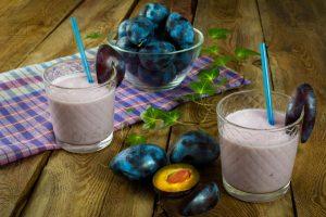 Йогурт со сливой