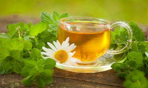 Зеленый чай с ромашкой и мятой