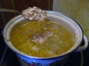 Процесс приготовления супа с овсянкой