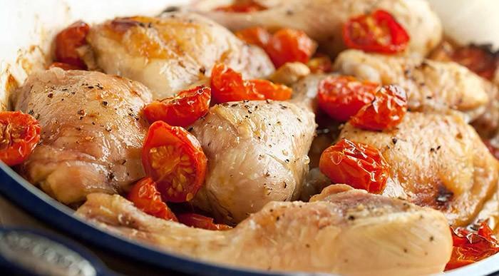 Курица, запеченная с помидорами