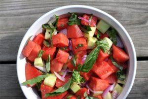 Салат из арбуза с огурцами