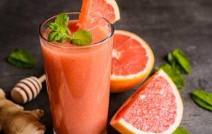 Грейпфрутовый напиток c медом и имбирем