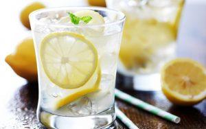 Минеральная вода с лимоном