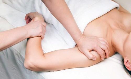 Массаж плечей и рук