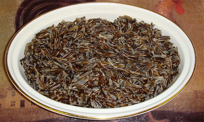 Темный рис на воде