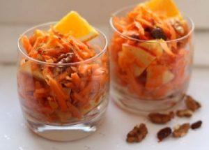 Салат из моркови с яблоком, орехами и медом